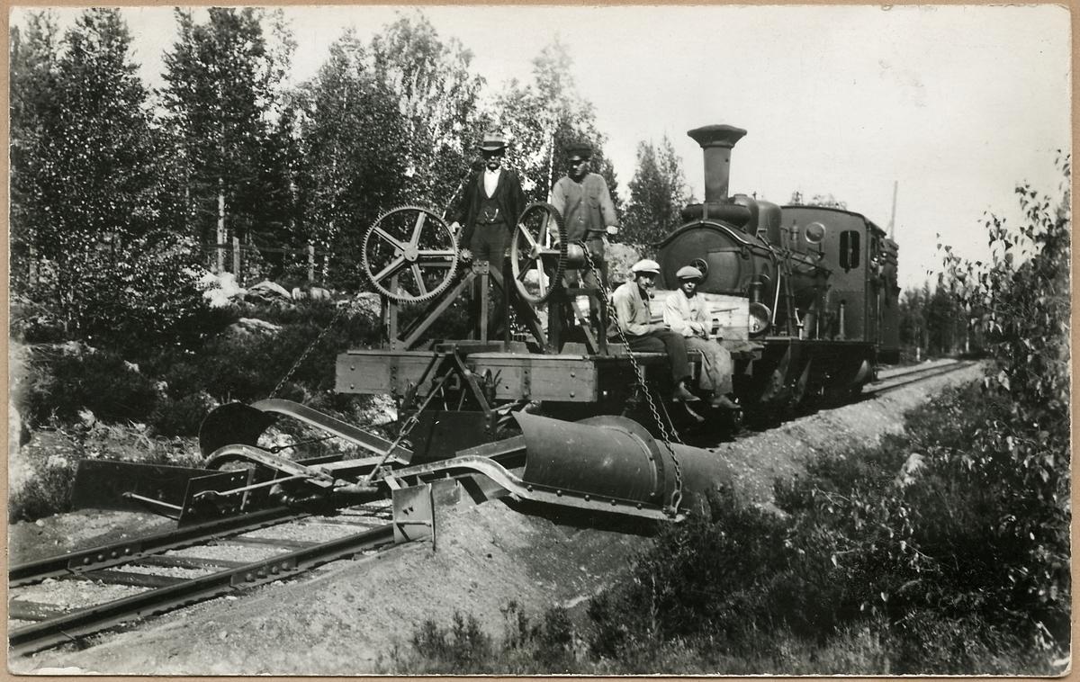 Ballastjusterare i arbete efter Dala - Ockelbo - Norrsundet Järnväg, DONJ.