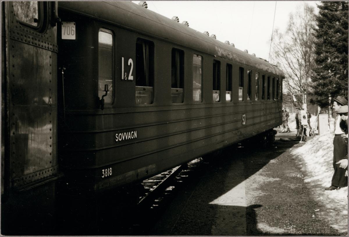 Urspårad sovvagn i Granbo. Statens Järnvägar, SJ ACo4 3818.