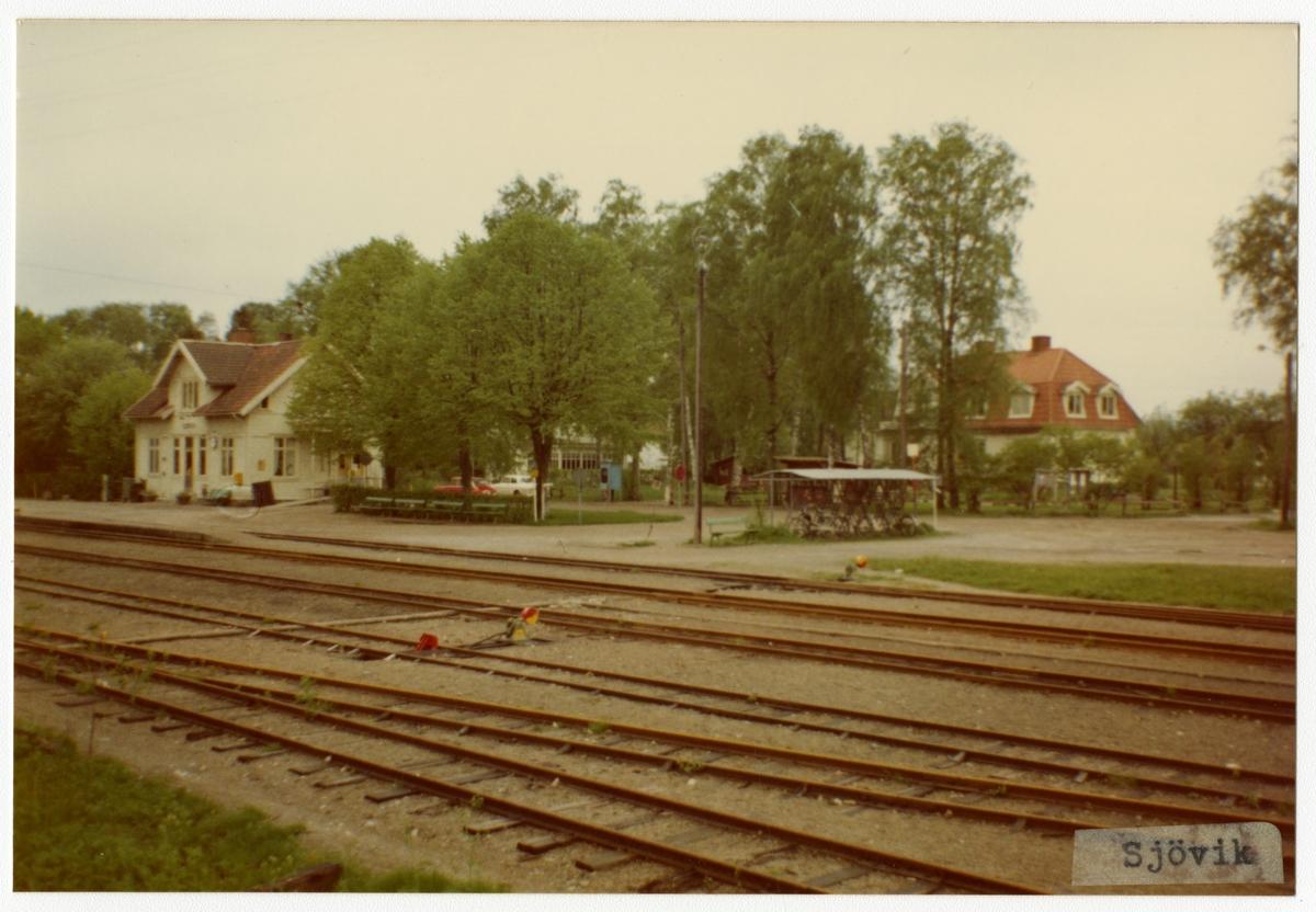 Västergötland - Göteborgs Järnväg, VGJ, Trafikplats anlagd 1899. Stationshus i en och en halv våning i trä. Moderniserad 1939 och renoverad 1949.