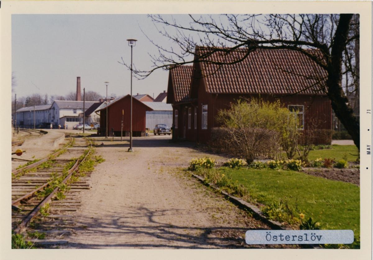 Stationen byggd 1885. Stationshuset är ett envånings stationshus i trä med två gavlar mot banan. Finns kvar i privat ägo.