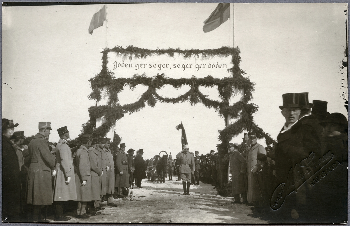 Stupade från Svenska brigaden förs över från Torneå.