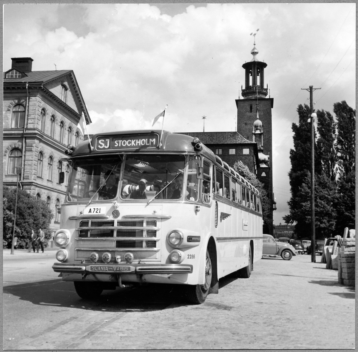 AEC Regal MK III B1 turistbuss. (AB Linjebuss International). Statens Järnvägar, SJ buss 2286.