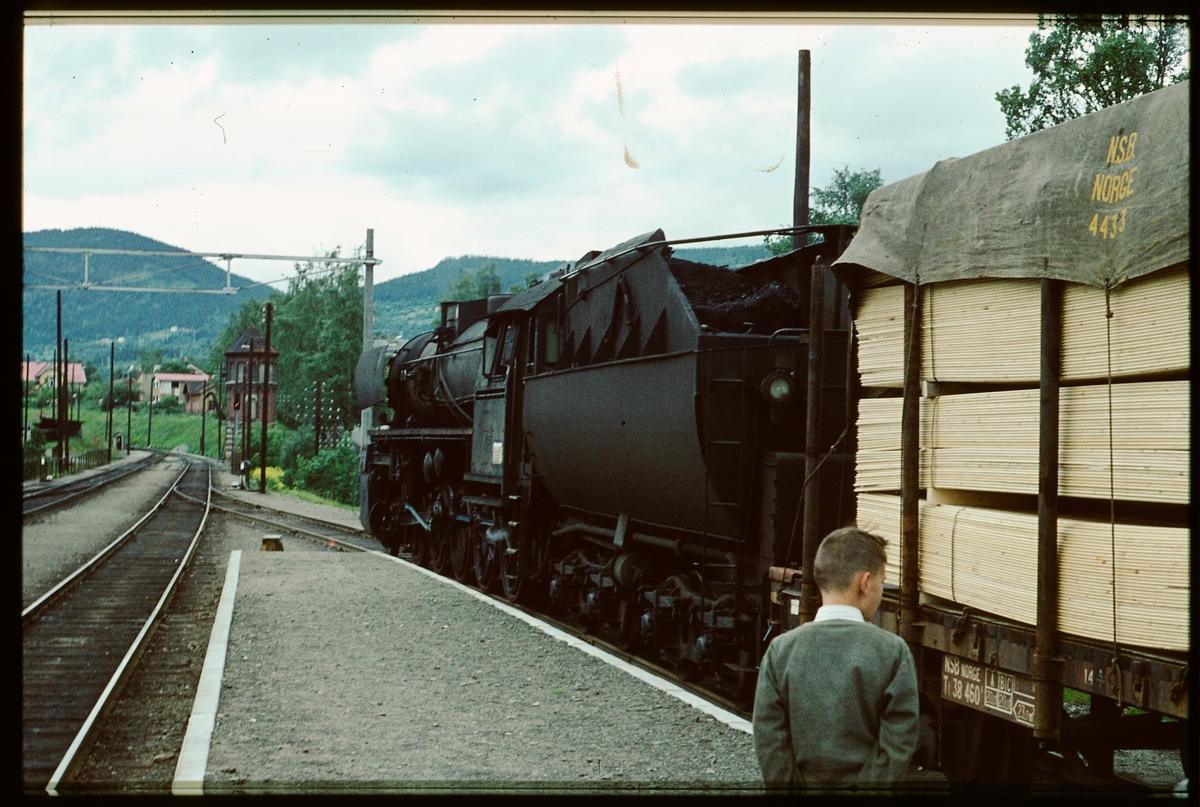 Norges Statsbaner, NSB 63a med godståg på Dovrebanen.