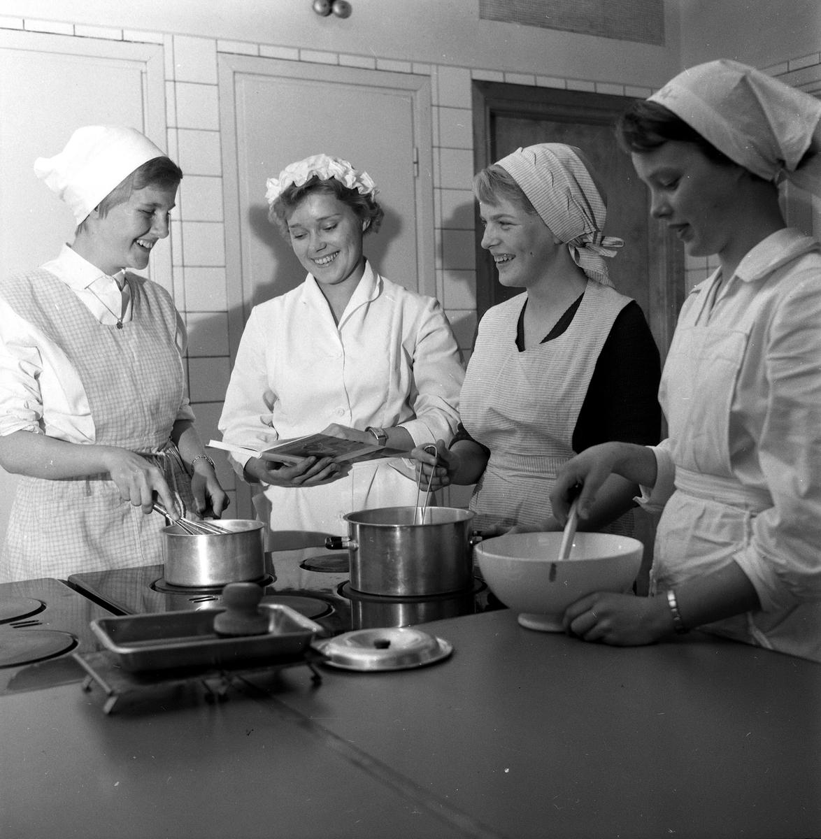 ÖPR 25 år. Örebro praktiska realskolan behöver fler lokaler. 30 september 1958.