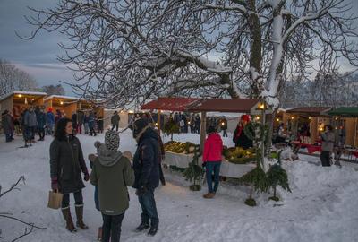 Stemningen var god på julemarkedet ved Urtehagen.