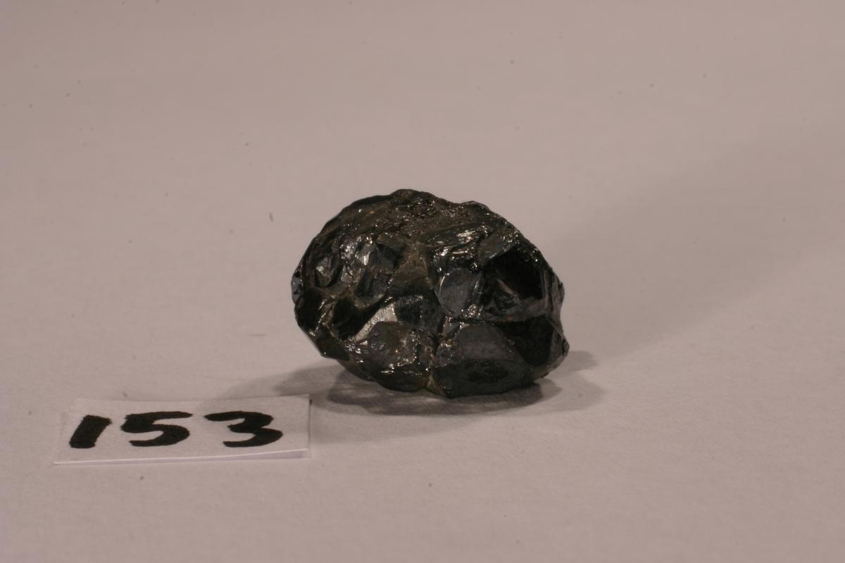 Sammenvokste pyrargyritt-krystaller Etikett 54 Vekt 8,00 g Størrelse: 1,5 x 1,3 x 1 cm