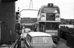 En dubbeldäckad veteranbuss från London väckte uppståndelse