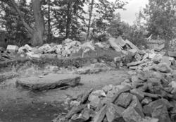 Arkeologisk undersøkelse i Bispestredet 1970. Kirkegårdsmure