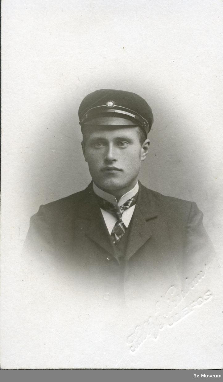 Portrettfoto av Knut H. Tveiten