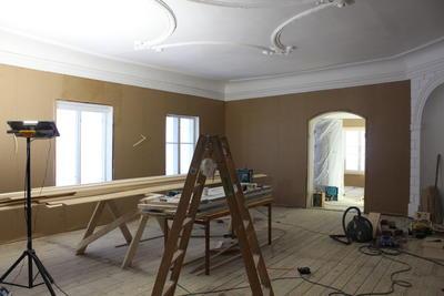 Rommet på Torderød gård var tidligere delt i tre, nå har værelset fått tilbake sitt sapreg. Foto/Photo