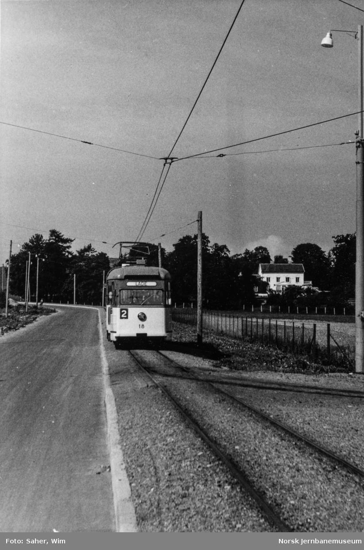 Trondheim  Sporveis motorvogn nr. 18 i rute 2 Elgeseter-Lade ankommer Lade.