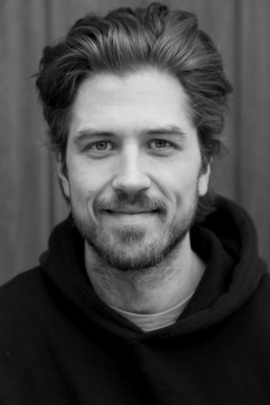 Portrett av en mann, svart/hvit (Foto/Photo)