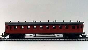 Modell av personvagn C08 i skala 1:100.