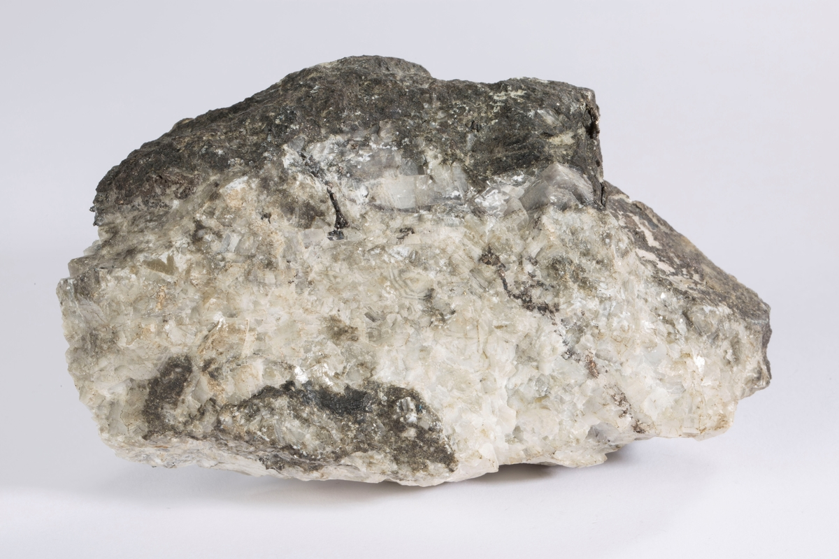 Vekt: 685,45 g Lapp i eske: Gangstykke med sølv ant. Mildigkeit Gottes