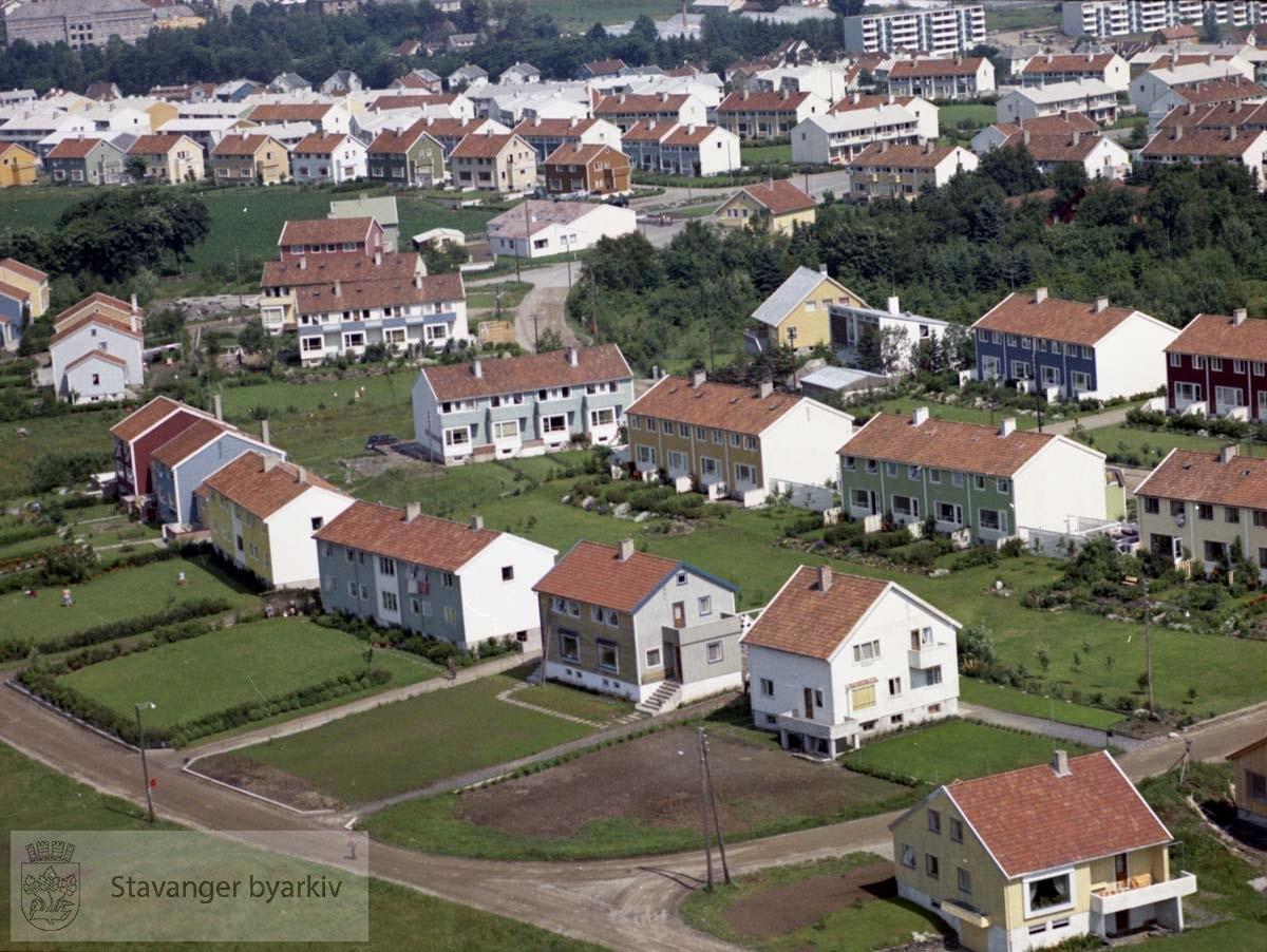 Bebyggelsen ved Vassåsveien, Solåsveien..Øverst Haugåsveien, Bekkefaret, sykehusområdet, blokkene i Bjaalands gate