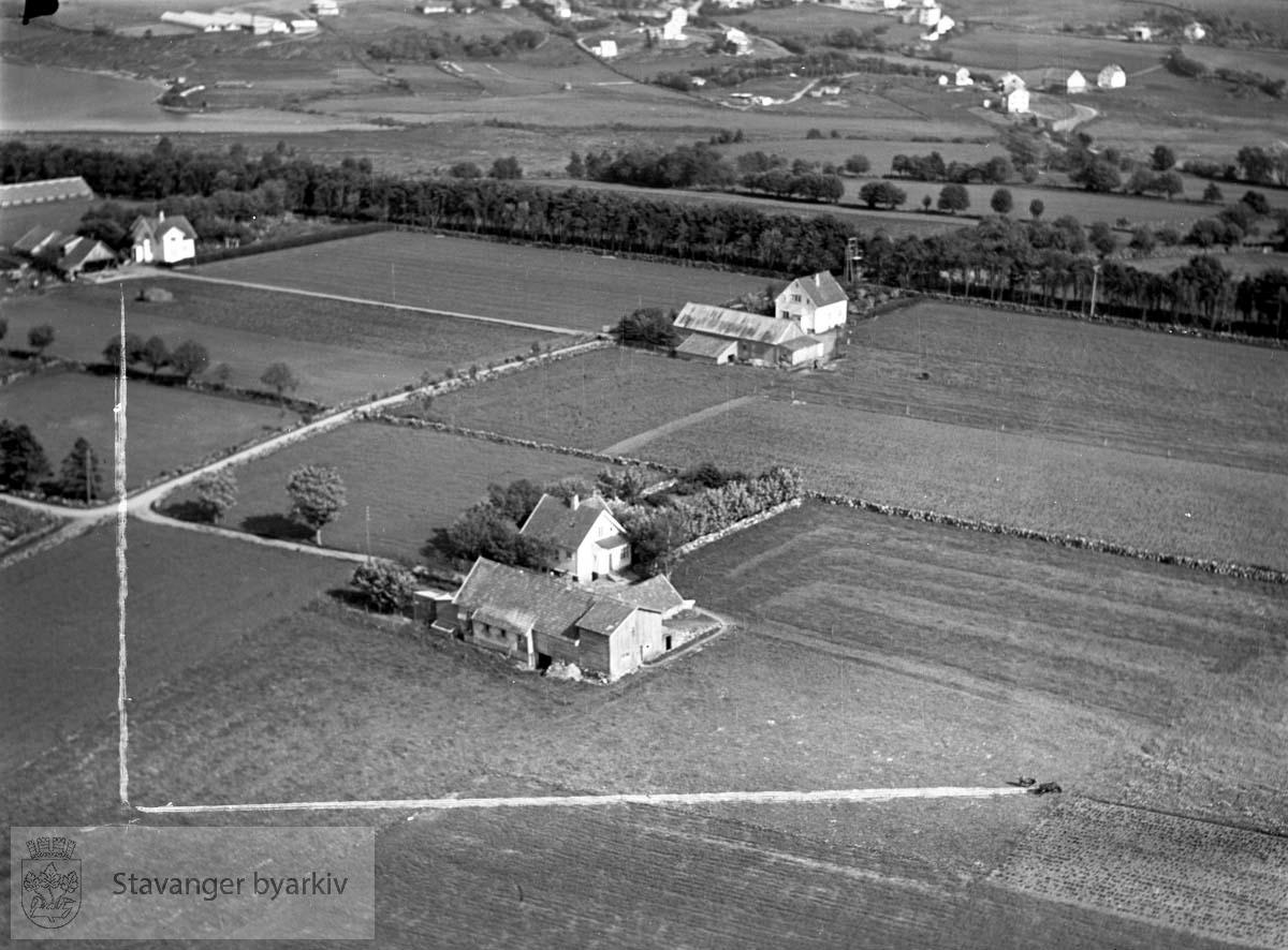 Stavanger ytre. Revheim. Mot øst...Gimle gård i høyre billedkant. Store Stokkavann i øverste venstre billedhjørne.