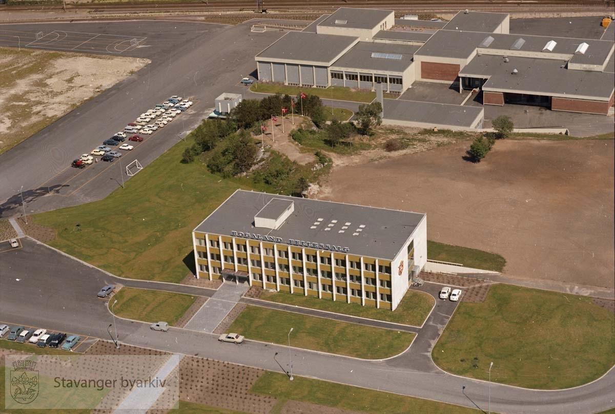 Agros slakteri på Forus. I forkant kontorbygget.(Pentagon)..I øverste bildekant Jærbanen, utenfor kanten Gandsfjorden