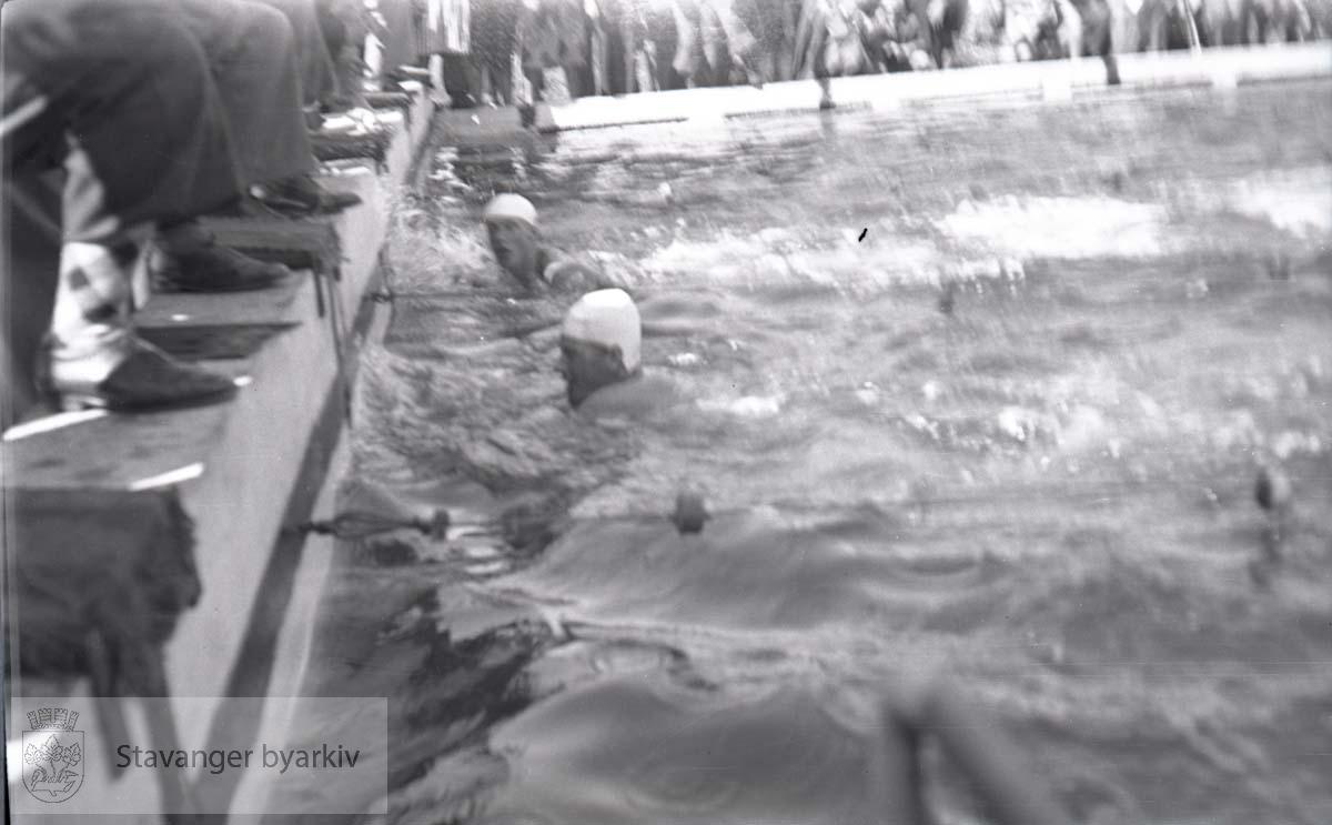 Friidrettsstevne på Stavanger Stadion i 1939 .Strømvig bad / Strømvik bad