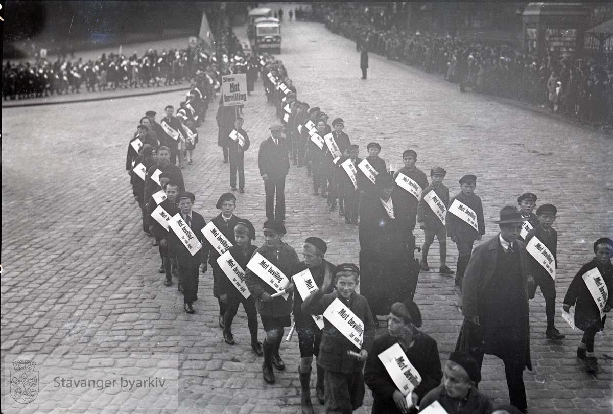 Barn i demonstrasjonstog.