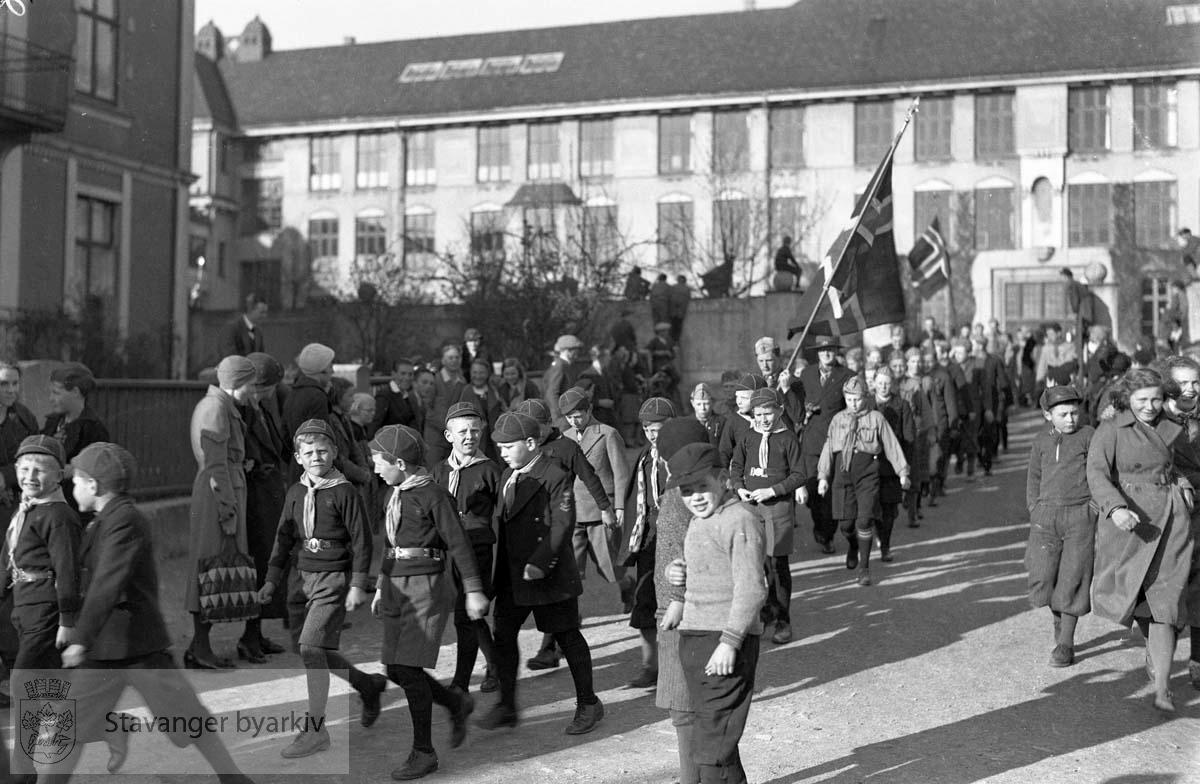 St.Georgs dagen, Speidere i tog ut fra St. Svithun skole