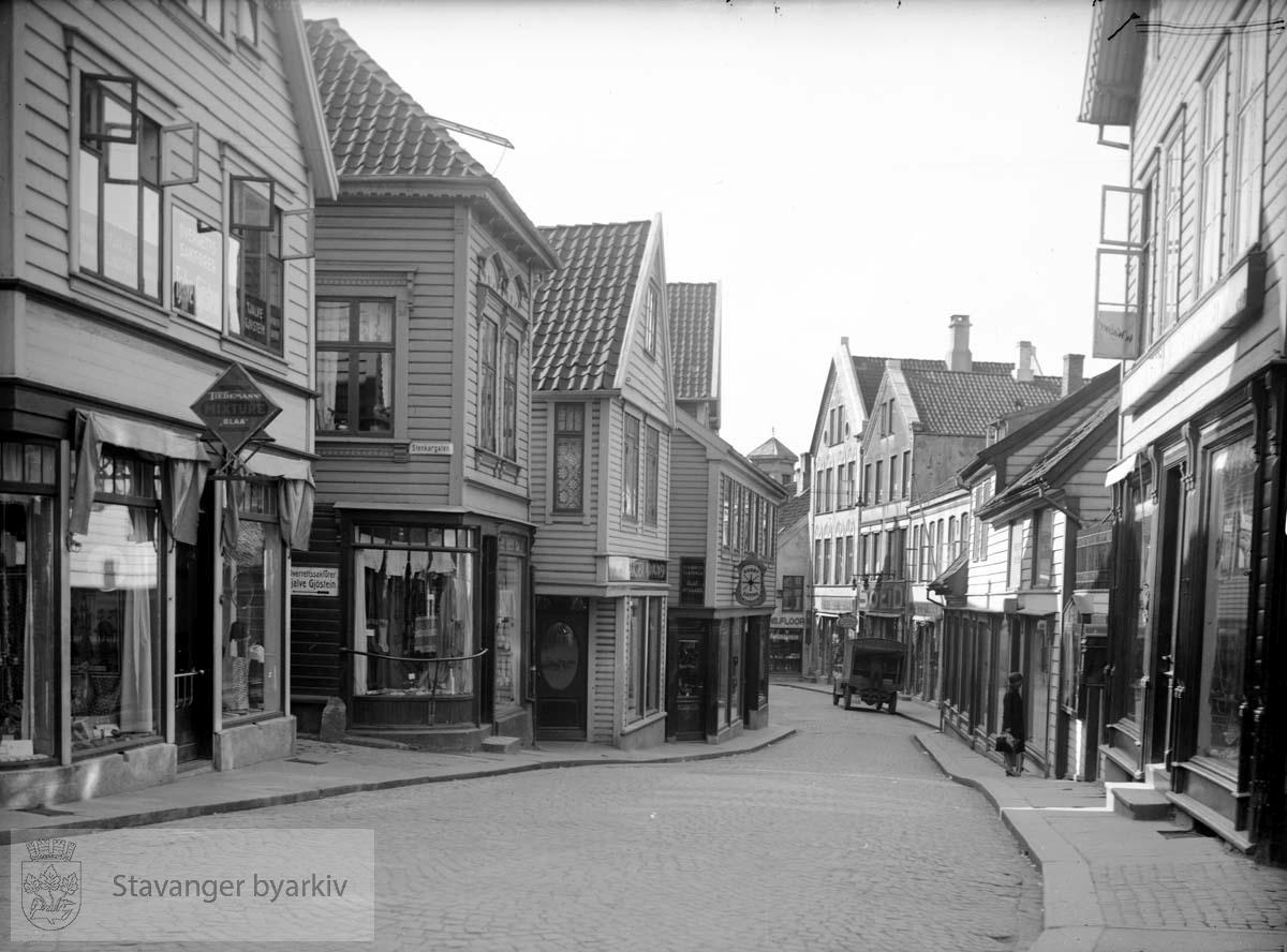 Steinkargata inn til venstre.