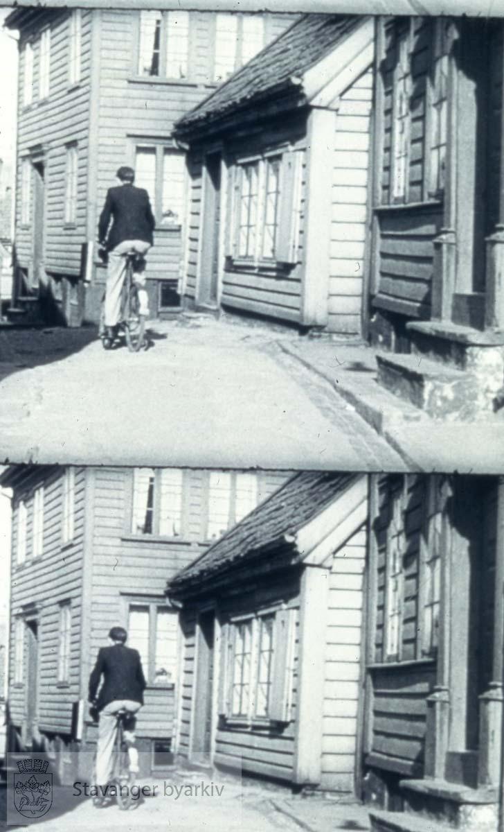 """.Stillbilder fra enten """"Stavanger St. Svithuns by"""" eller """"Klipp fra et århundre - Stavanger kinematografer 75 år"""".Begge filmene kan lånes på Stavanger bibliotek"""