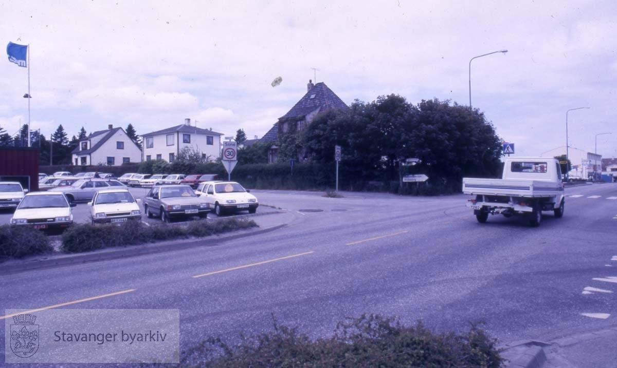 Hillevågsveien ved krysset til Øvre Sandvikvei