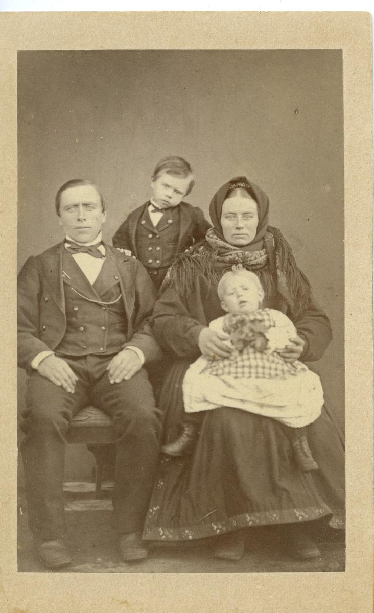 Parbilete av Eivind og Mari Leikvang