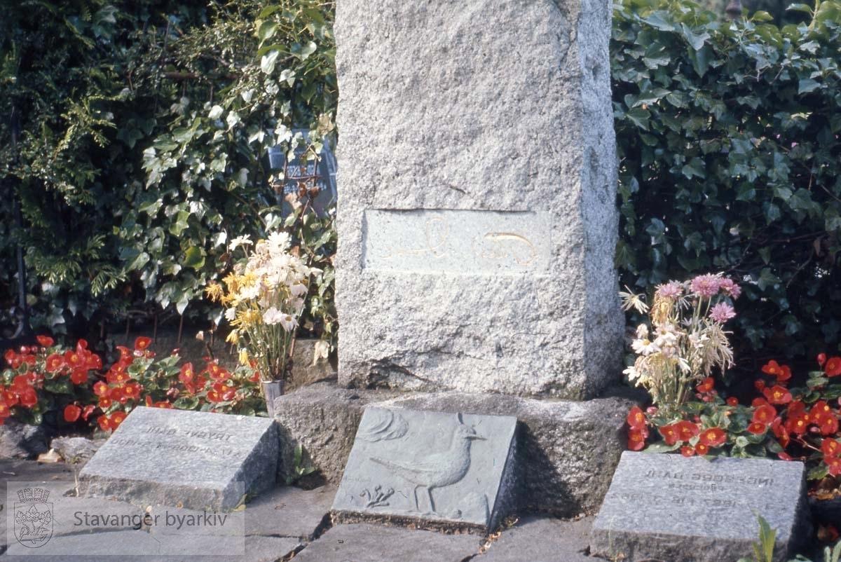 Theodor Dahls grav, Lagård