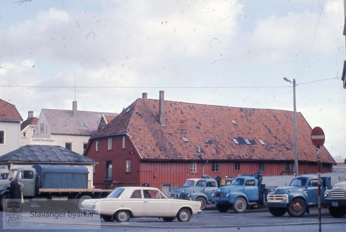 Ved Børevigå. Sjøhus fra 1860. Lastebilformidlingen