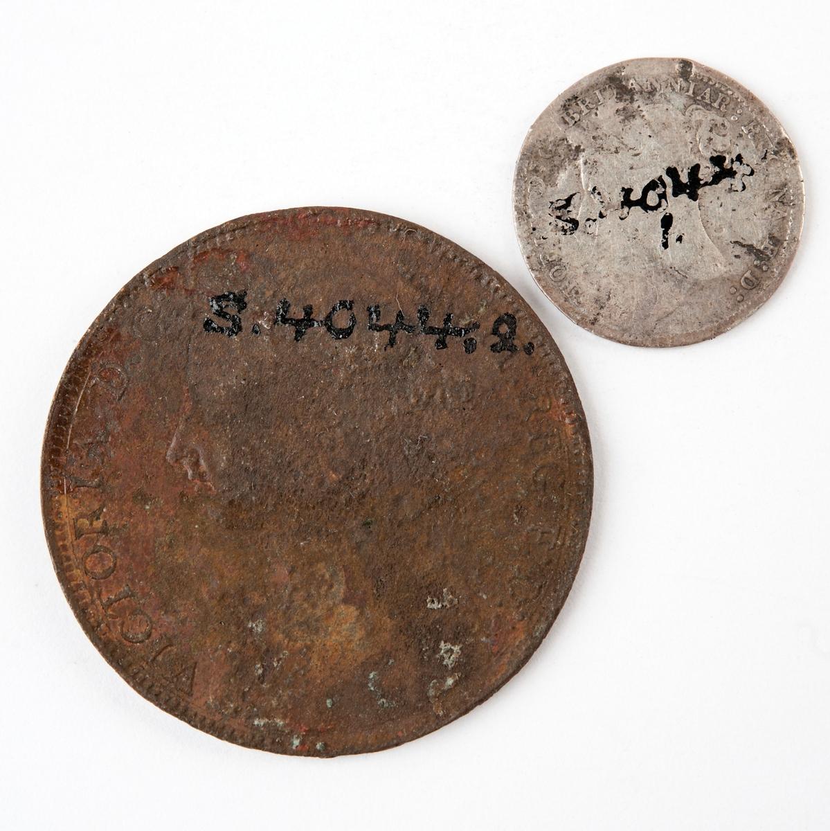Brittiska mynt präglade 1885 respektive 1888