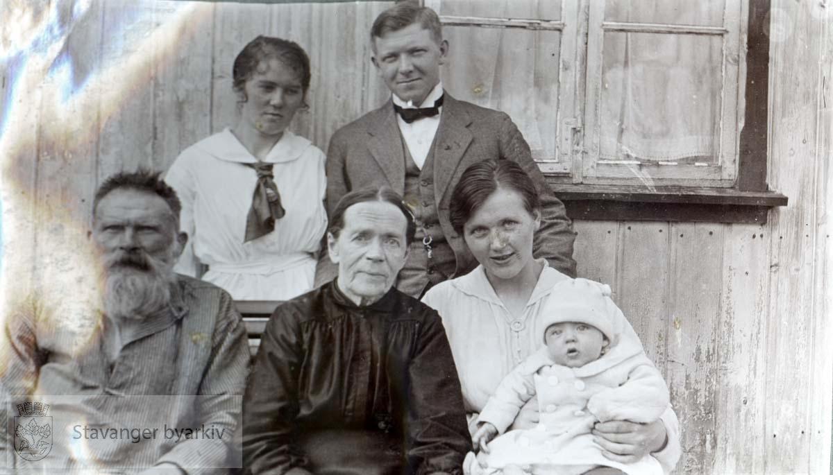 Ommund Årsvold med familie