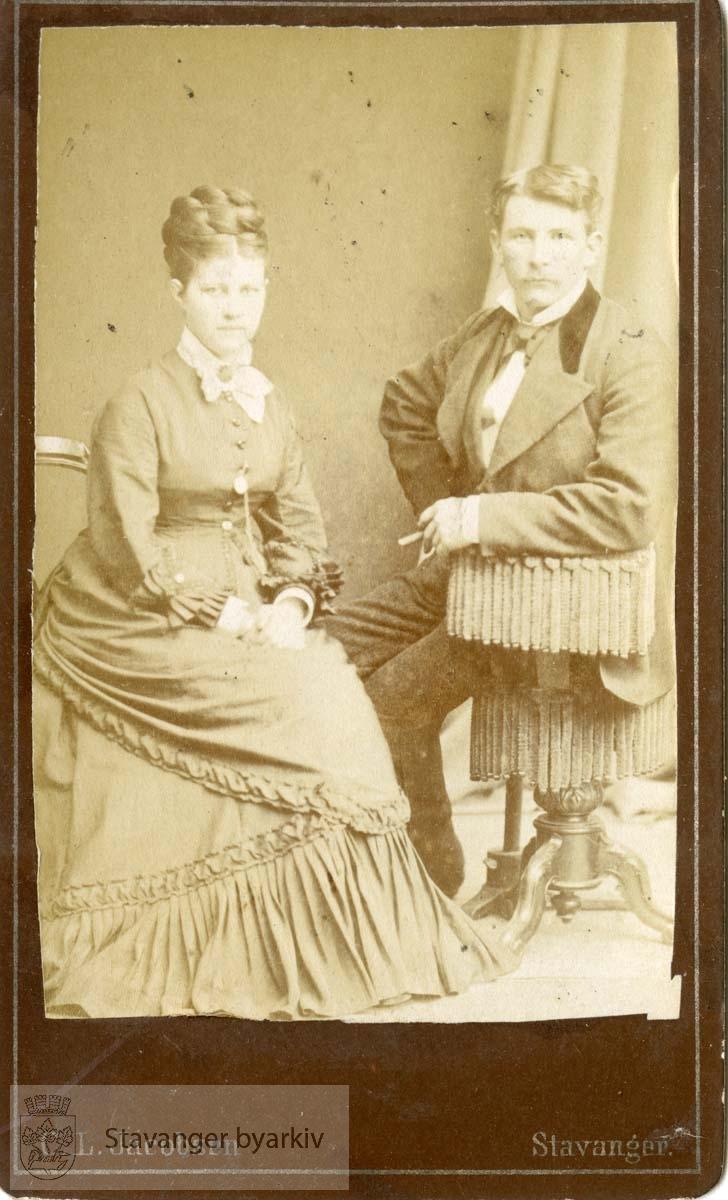 Portrett av mann og kvinne.Visittkort fra album.