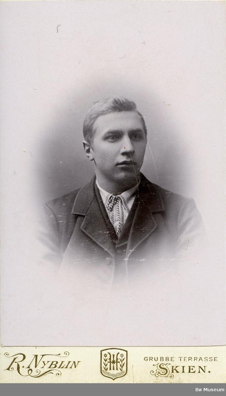 Portrettfoto av Halvor Hørte