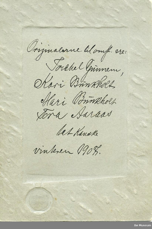 Gruppebilete av Torkel Gunheim, Margit Bunkholt, Mari Bunkholt og Tora Årås