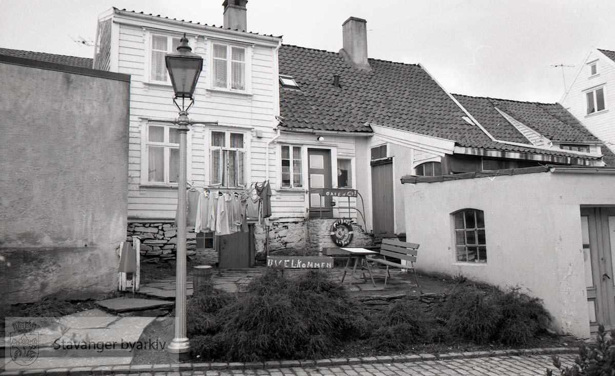 Bakbygning langs Mellomstraen ..Gamle Stavanger