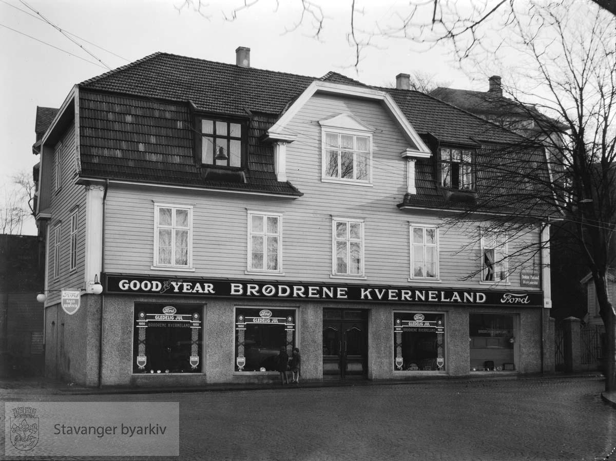 Kongsgata 52. Brødrene Kverneland rekvisita holdt til i Kongsgata 52 i 1930.