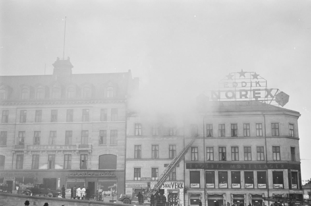 Brann i forretningsbygg i Youngsgate i Oslo
