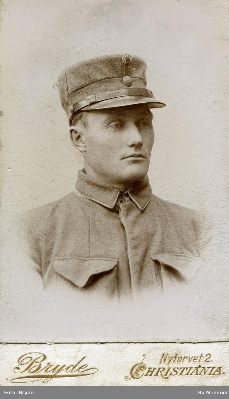 Portrettfoto av soldat