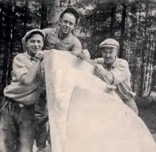 Stenhoggerne Asbjørn Andersen, Martin Johansen og Richard Lunde.