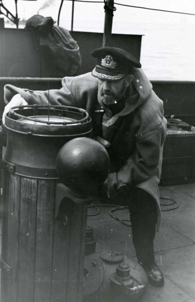 Commoderen ombord i dampskipet 'Heien' før landgangen av de allierte styrkene i Normandie under 2. verdenskrig