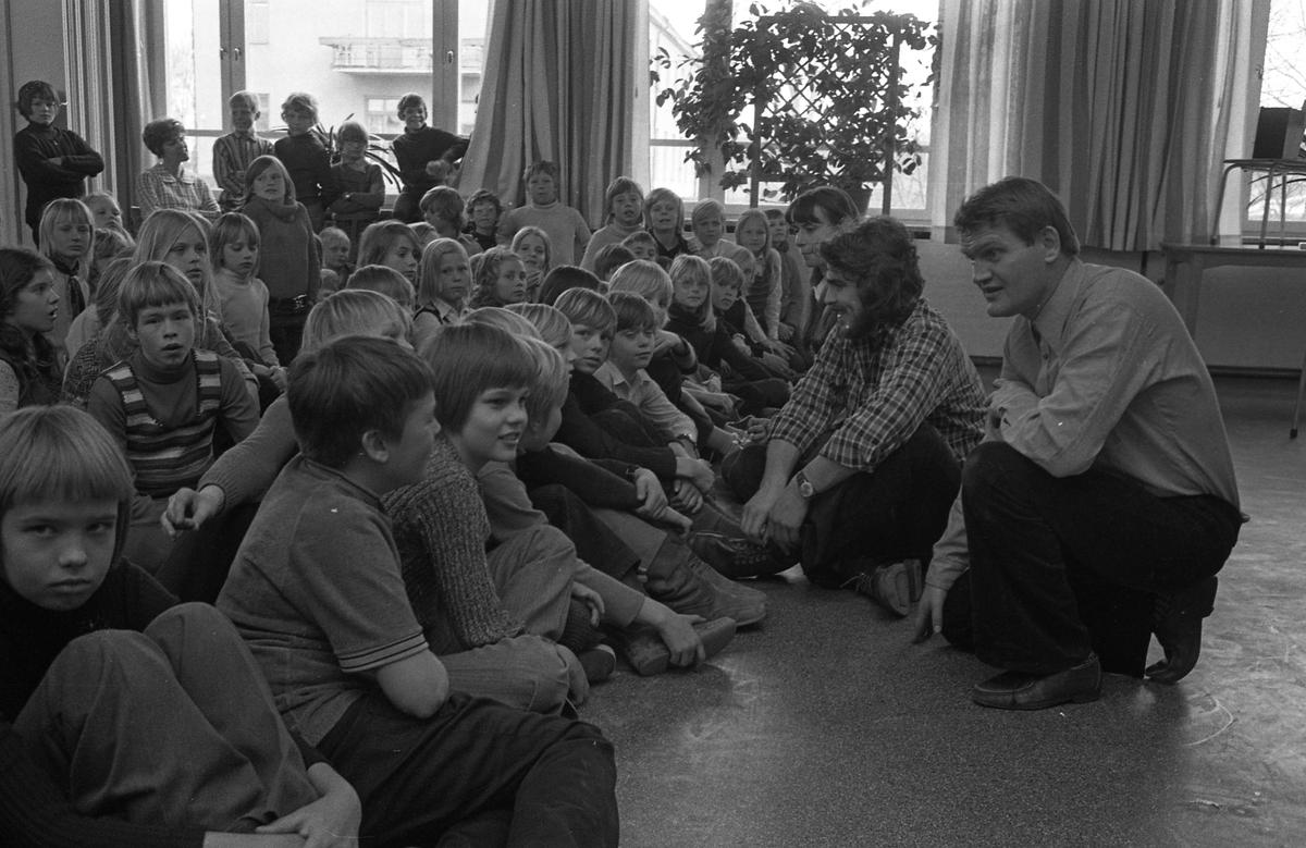 Arbetarnas Bildningsförbund, från Västerås, spelar teater i skolan