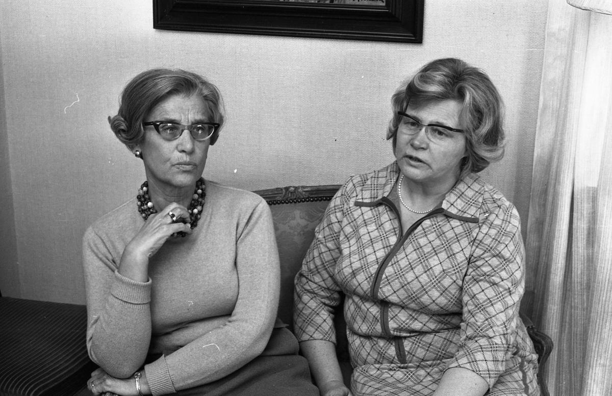 Fru Anna Bergqvist och fru Britt Lundh.