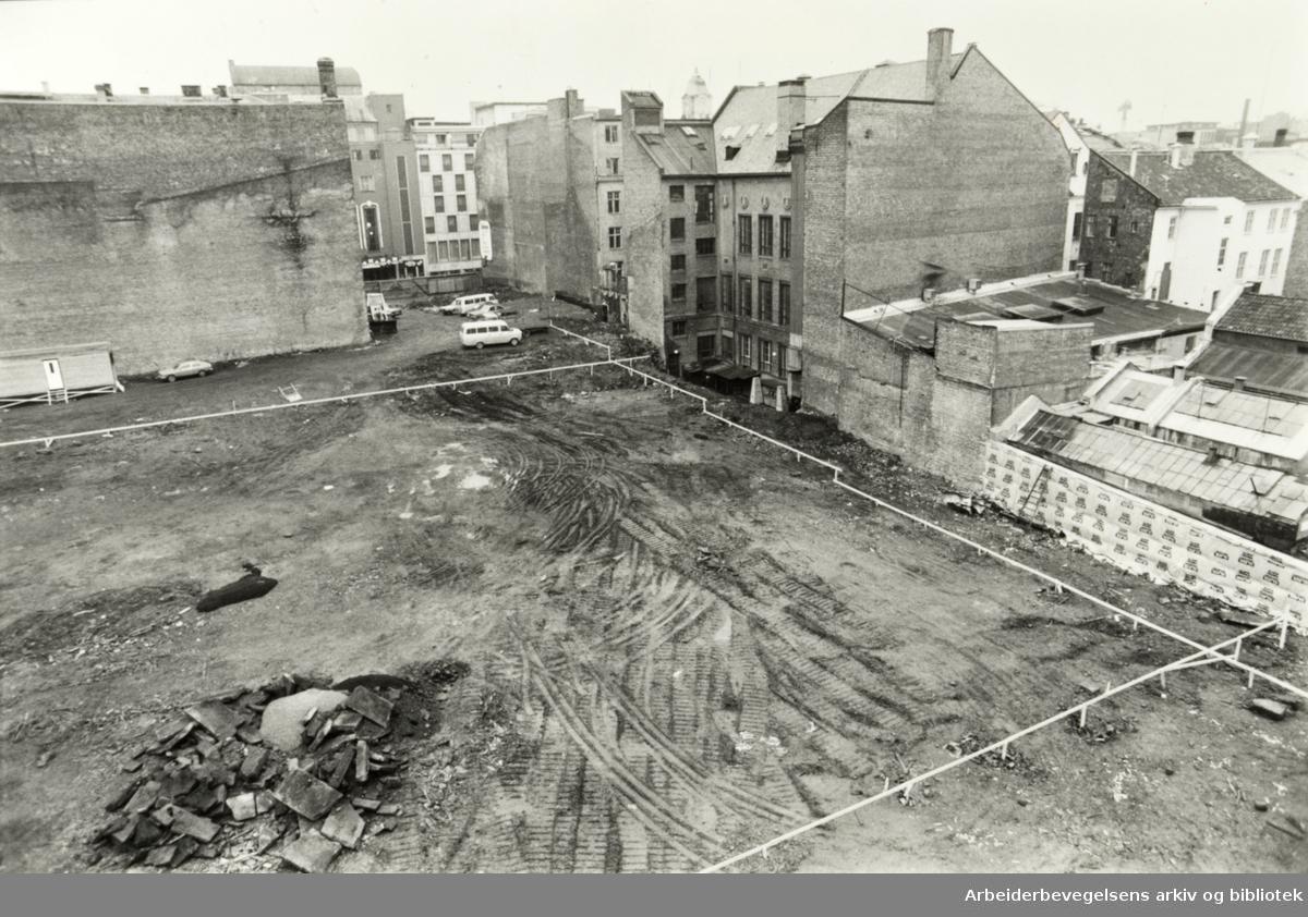 Karl Johans gate. Her skal Det Norske Teatret ligge. November 1981