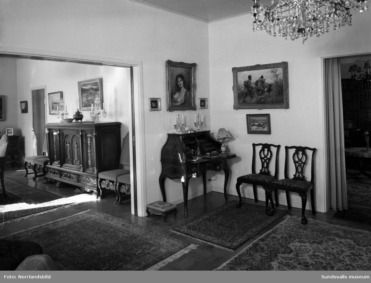 Interiörer från byggmästare Bäckströms hem vid Södra Tjärngatan 3.