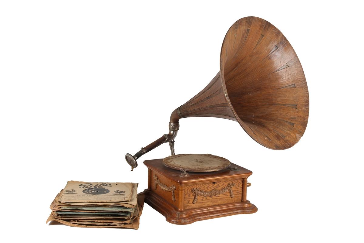 En samling med grammofonplater med originale omslag.