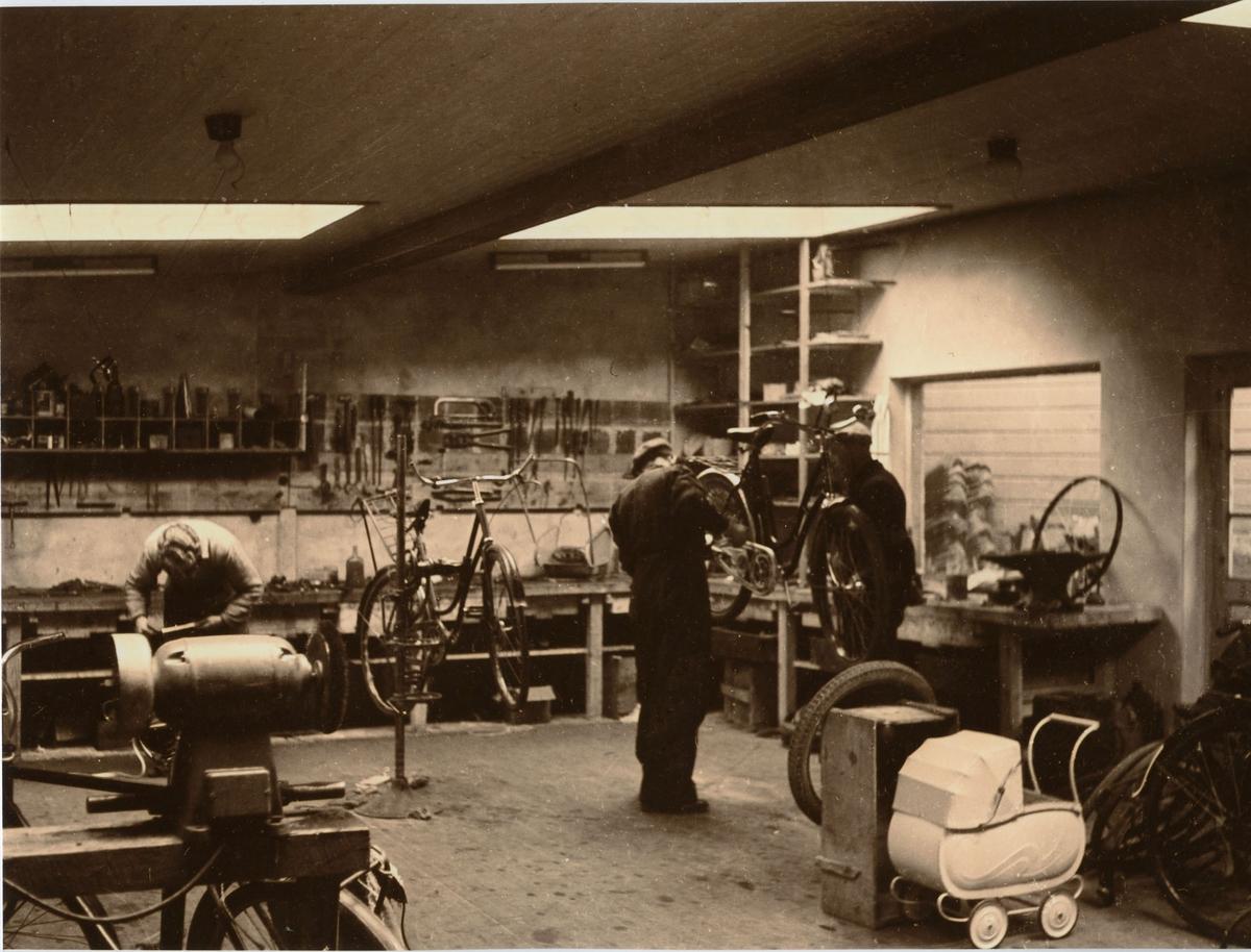 Karl Endresens sykkelverksted i Sandakergaten i Egersund