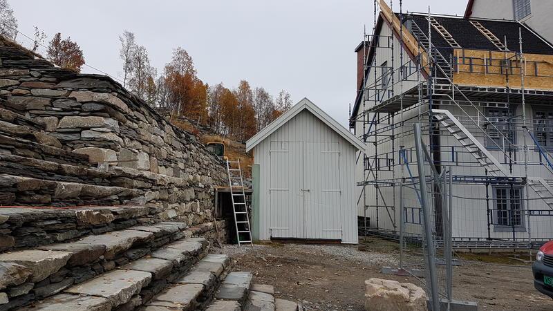 Røros kirke mur