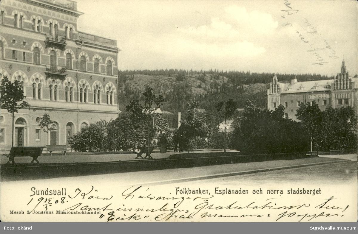 Vykort med motiv över Enskilda banken, Folkbanken och Norra berget i Sundsvall.