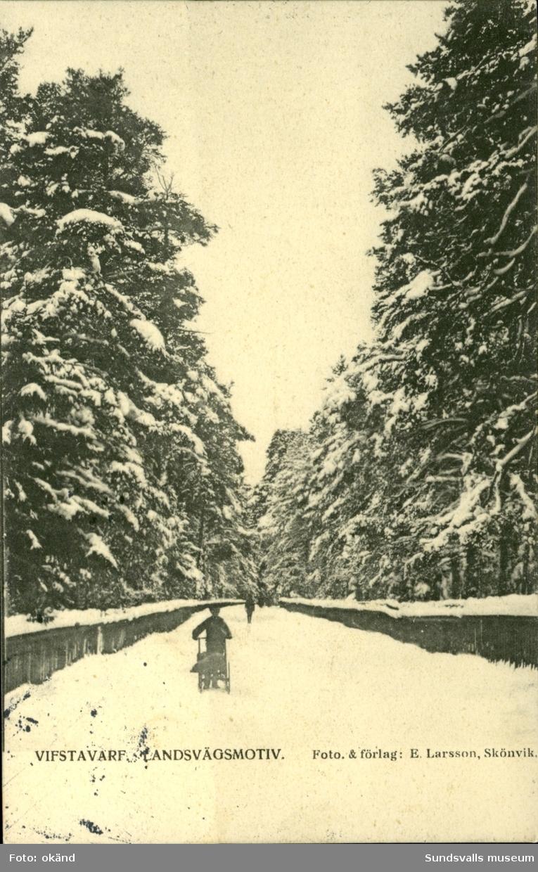 Vykort med vintermotiv över landsväg i Vivstavarv.